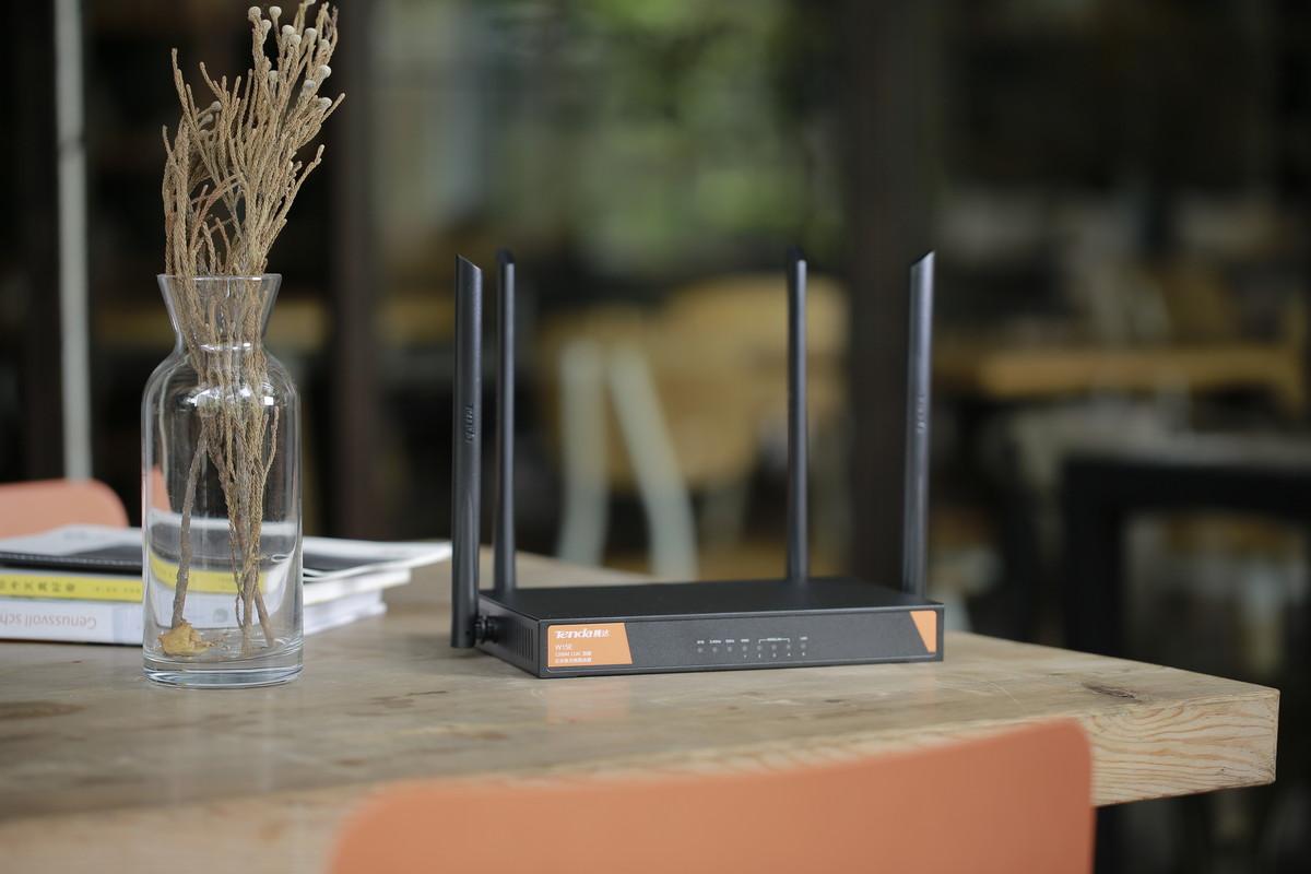 A kisvállalatoknak javasolja a Tenda a WA15E AC routerét